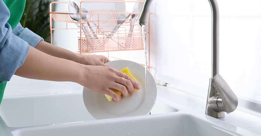 お皿洗いをしながら、産後の下腹部を引き締める!