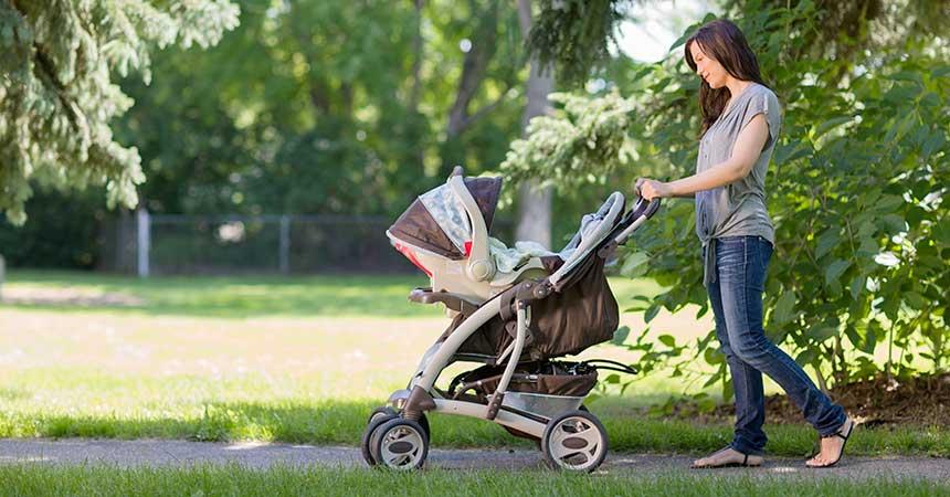 ベビーガーを押して歩きながら、産後ママのヒップアップ